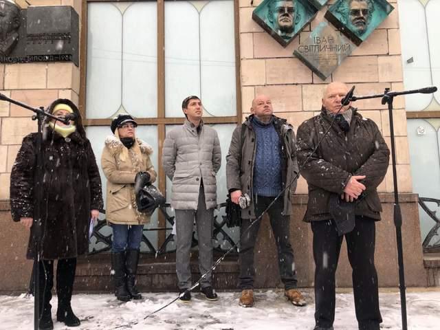 У Києві відкрили меморіальну дошку Василю Стусу та Івану Світличному / Фото КМДА