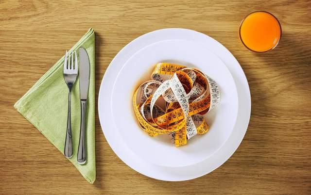 Голодування, детокси та відмова від певних продуктів не допомагають схуднути