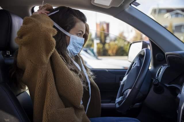 З відчиненим вікном у машині зменшується ризик передачі коронавірусу