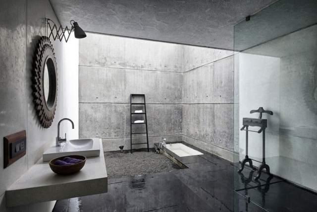 Интерьер ванной комнаты с использованием бетона