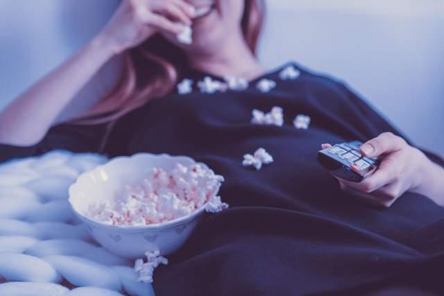 Розслабтеся і гляньте хороший фільм / Фото Pixabay