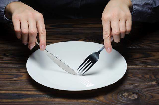 Поширеним міфом про схуднення є те, що потрібно весь час відчувати голод