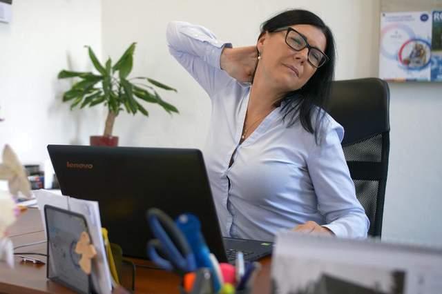 Эти упражнения помогут снять напряжение после рабочего дня