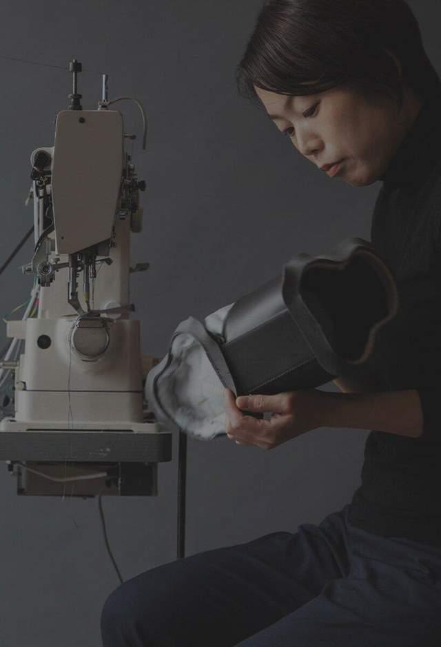 Дизайнерка Юко Мацузава, яка створила оригінальну сумочку / Фото Tsuchiya Kaban