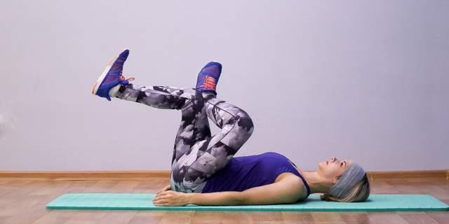 Легка розтяжка може допомогти розбудити тіло