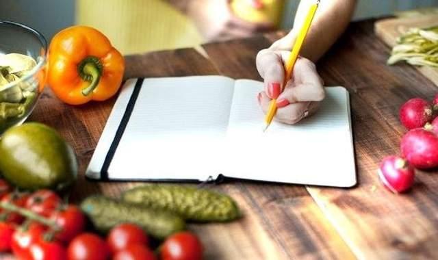 ПОдумайте про те, що ви будете їсти, якщо зголоднієте на роботі чи в дорозі