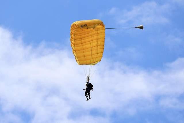 Ви колись стрибали із парашутом? / Фото Pixabay