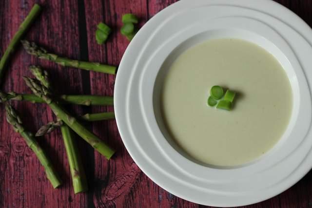 Суп з спаржею