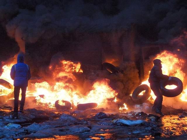 барикади на Грушевського фото шини вогонь Майдан 2014 рік