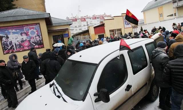 блокування військової частини у Львові Майдан 2014 рік фото