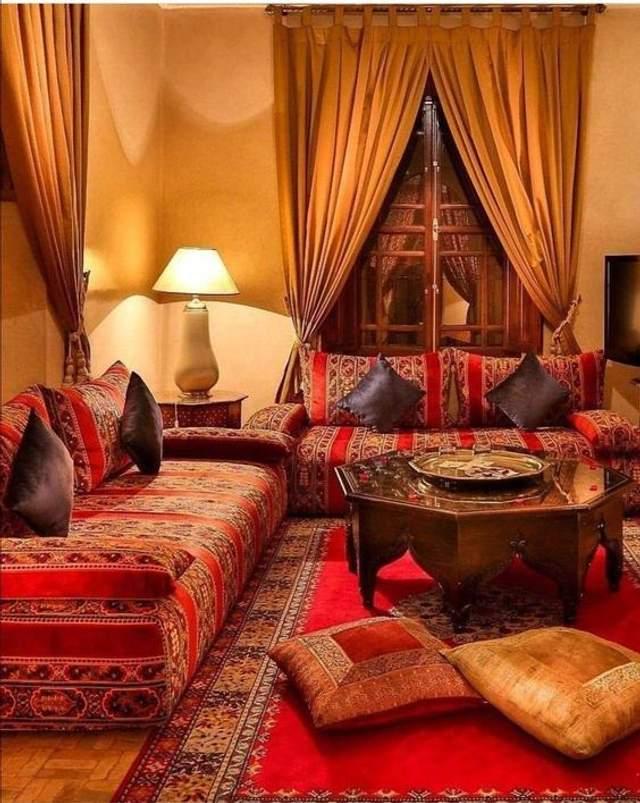 Традиционные подушки имеют вышитые орнаменты