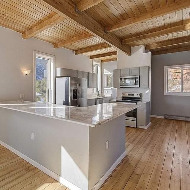 В доме сделали стильную современную кухню