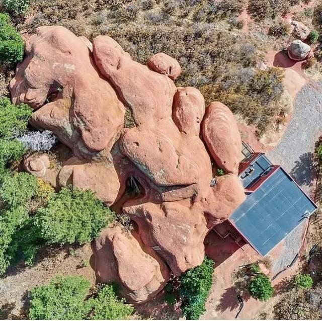 Вид на дім з висоти пташиного польоту