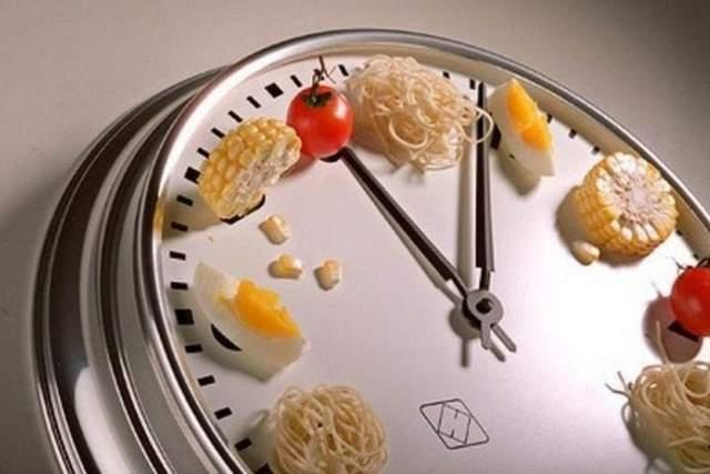 На качество сна влияет как еда.  так и режим дня