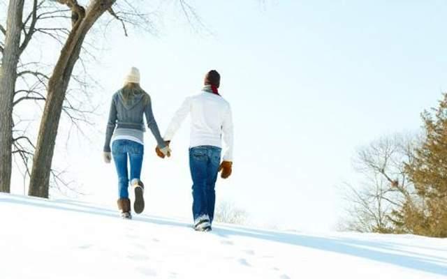 В мороз лучше надевать несколько слоев одежды, обязательно иметь шапку и перчатки