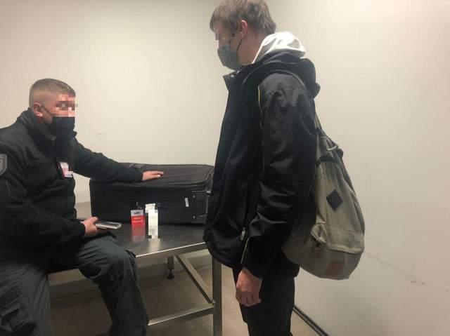 у Києві в аеропорту затримали іноземця