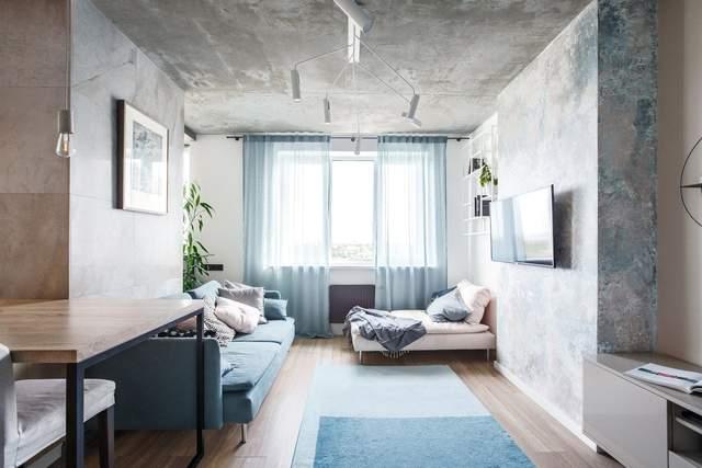 У квартирі зробили акцент на структуру бетону і дерева