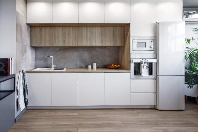 Кухня в сучасному стилі з вбудованою технікою