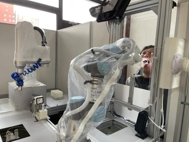 Робот бере аналіз у Китаї
