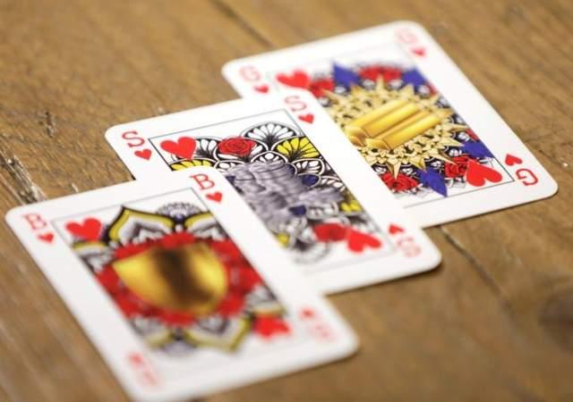 Председатель играет в карты система игры в рулетку большие деньги