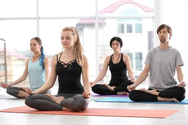 Йога помогает преодолеть боль в мышцах