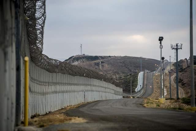 Стіна на кордоні США та Мексики