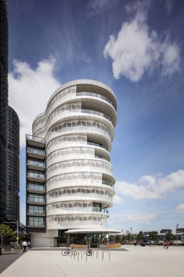 Дивовижний вигляд будівлі у новому сучасному районі / Фото Archdaily