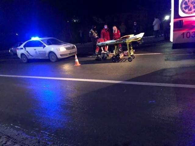 На Львівщині водій легковика на смерть збив пішохода: фото