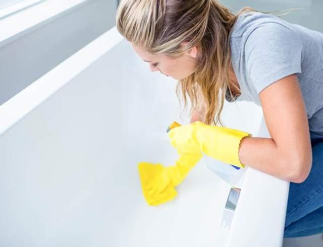 Сантехнику нужно тщательно вымывать 3-4 раза в месяц