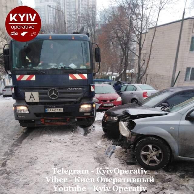 ДТП зі сміттєвозом у Києві