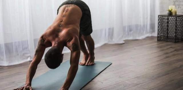 Для здоровья спины старайтесь сидеть правильно в течение рабочего дня
