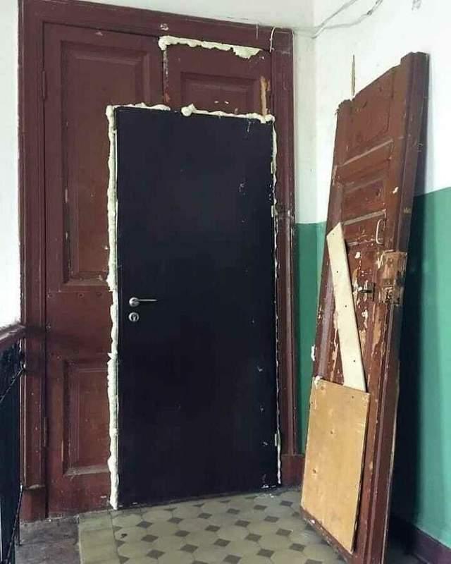 Через все бронированные двери теперь в дом точно никто не попадет