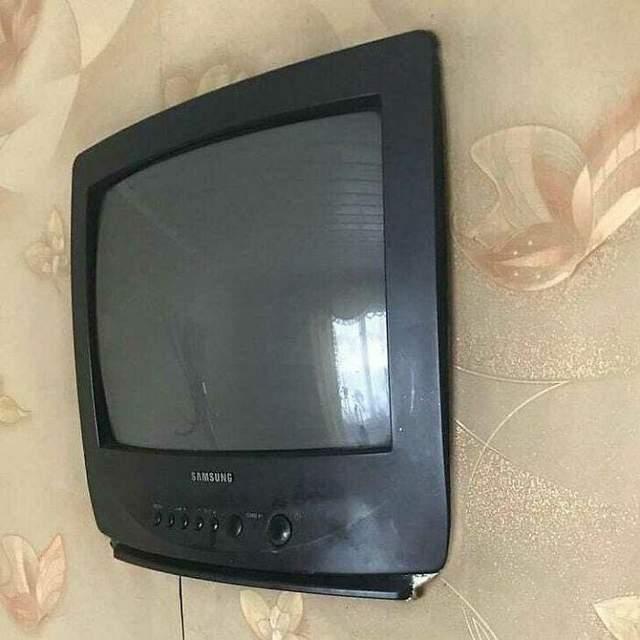 Продать этот телевизор через доску объявлений, видимо, не удастся