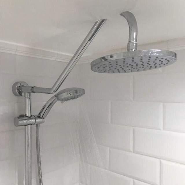 Этот душ немного вылез за пределы текстур