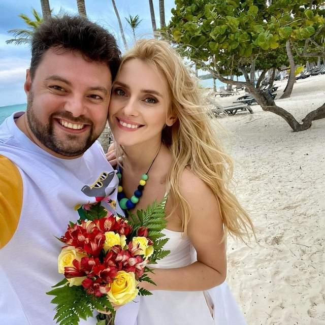 Ірина Федишин з чоловіком в Домінікані