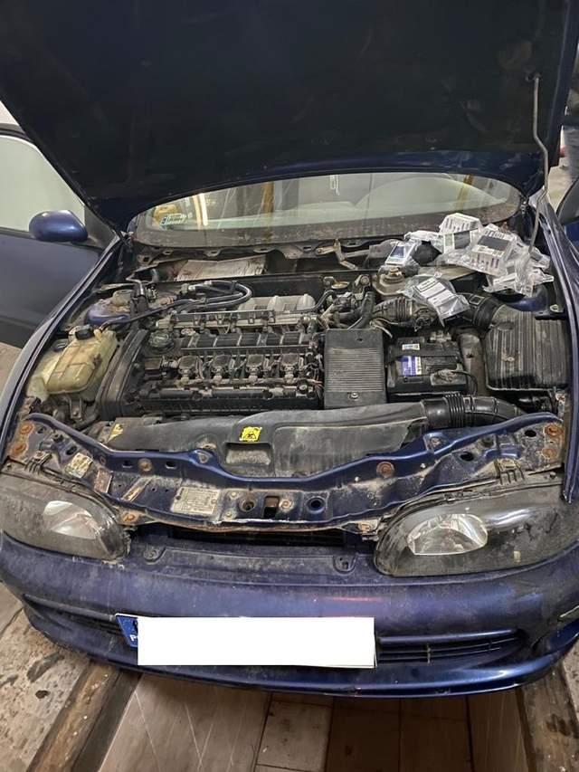 Львівські митники відібрали у поляка автівку через контрабандні сигарети: фото