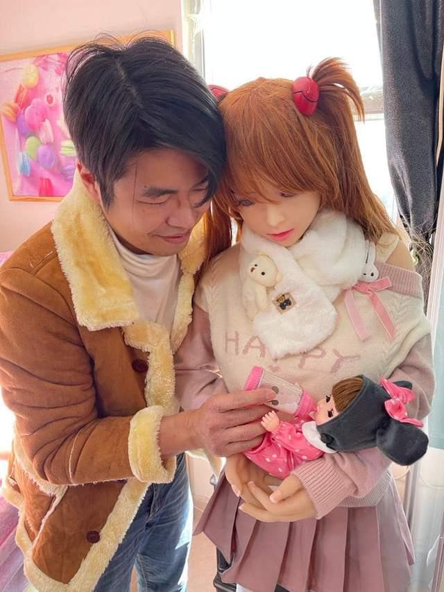 У сім'ї китайця, одруженого на секс-ляльці,