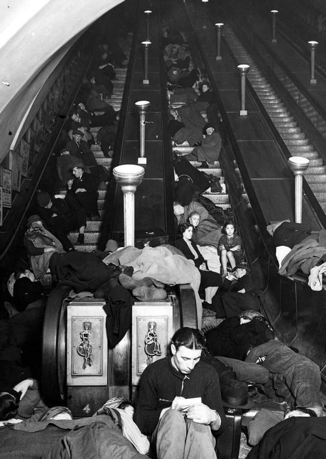 Притулок у лондонському метро