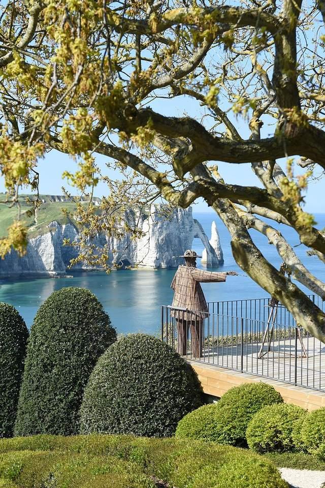 Клод Моне приглашает любоваться местным пейзажем