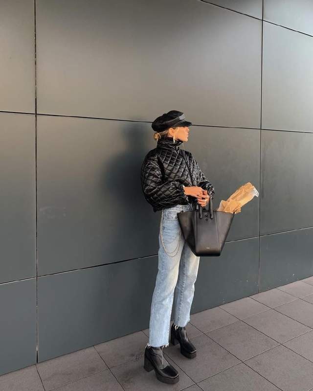 Софія Коельо позує у трендовій куртці та джинсах