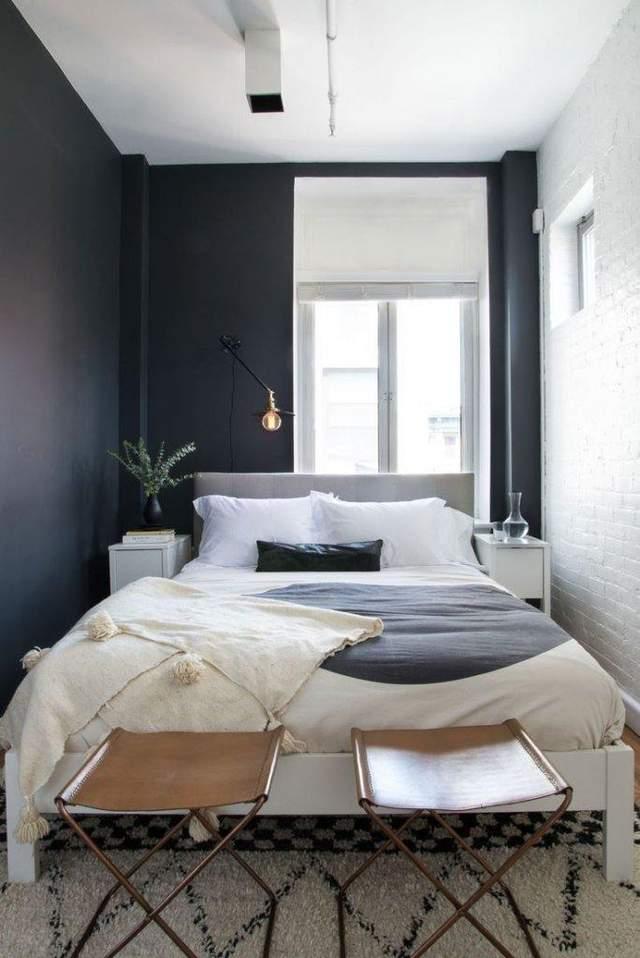 Іноді у такій спальні доведеться залазити на ліжко через сторону ніг