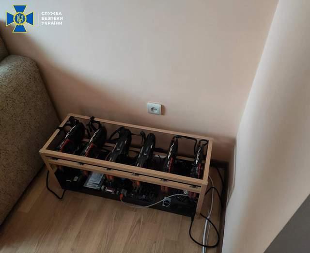 Крали біткойни з рахунків клієнтів: на Львівщині СБУ викрила схему майнінгу криптовалюти – фото