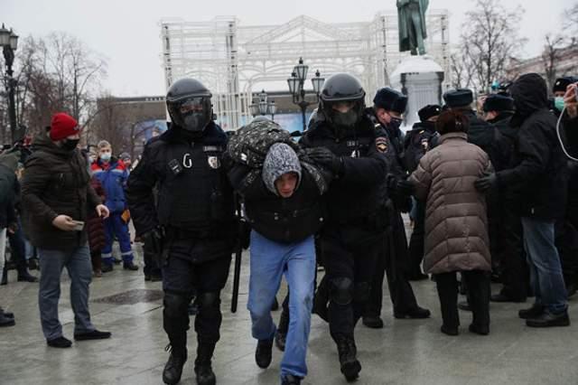 мітинг на підтримку олексія навального ОМОН