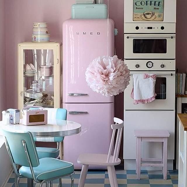 К ретро-стилю прекрасно подходит винтажный холодильник