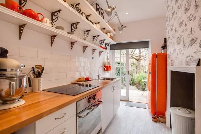 Ретро-холодильник в стиле кантри