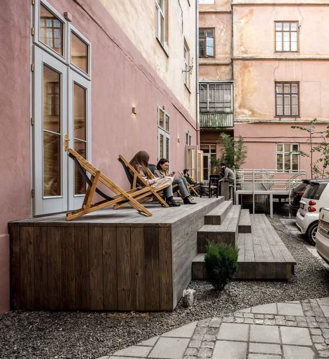 Внутрішній дворик мистецького центру / Фото Archdaily