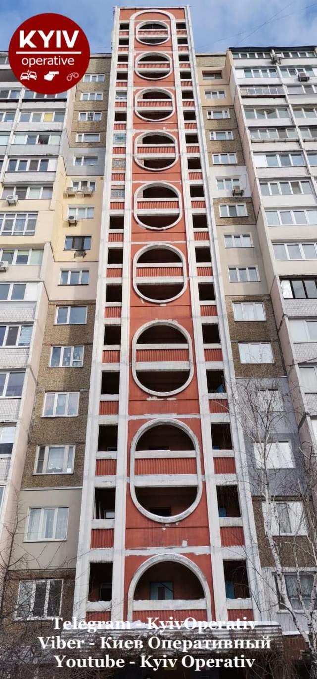 У Києві ще одна дівчина випала з багатоповерхівки