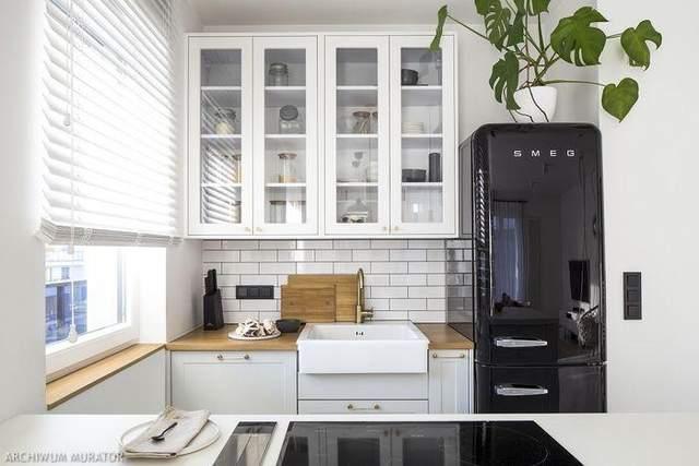 Кухня с ретро-холодильником