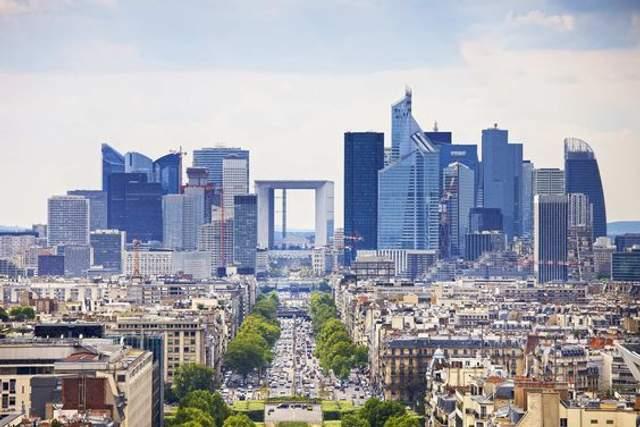 Вид на комерційний район висотної забудови у Парижі / Фото ArchDaily