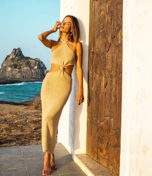 Алессандра Амбросіо одягнула найсексуальнішу сукню